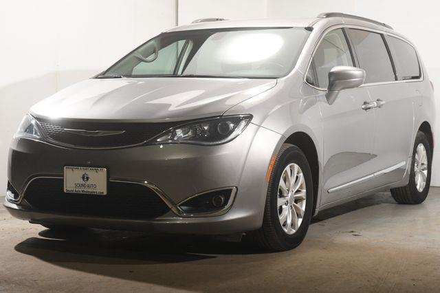 2017 Chrysler Pacifica Touring-L w/ Blind Spot/ Safet photo