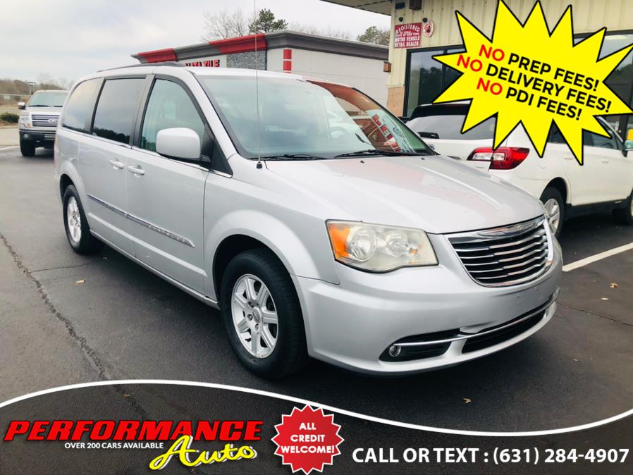 Used 2011 Chrysler Town & Country in Bohemia, New York | Performance Auto Inc. Bohemia, New York