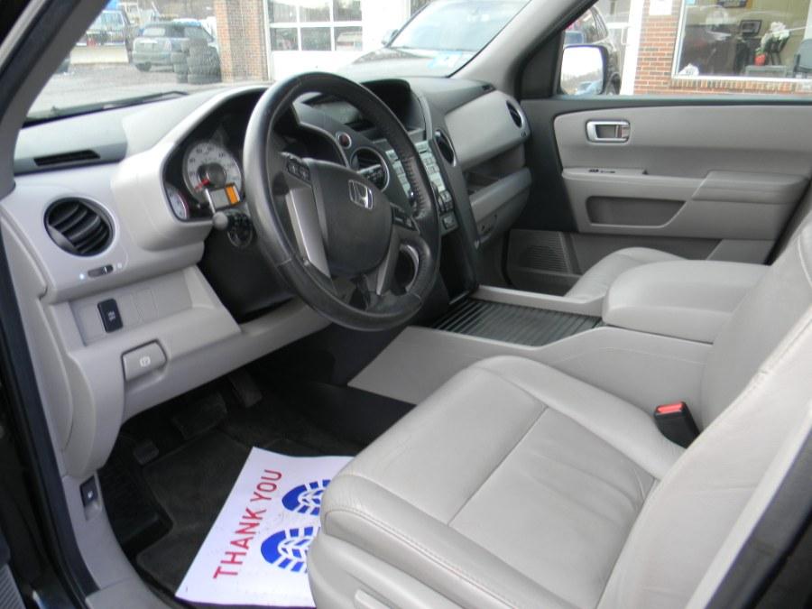 Used Honda Pilot 4WD 4dr EX-L 2011 | M&M Vehicles Inc dba Central Motors. Southborough, Massachusetts