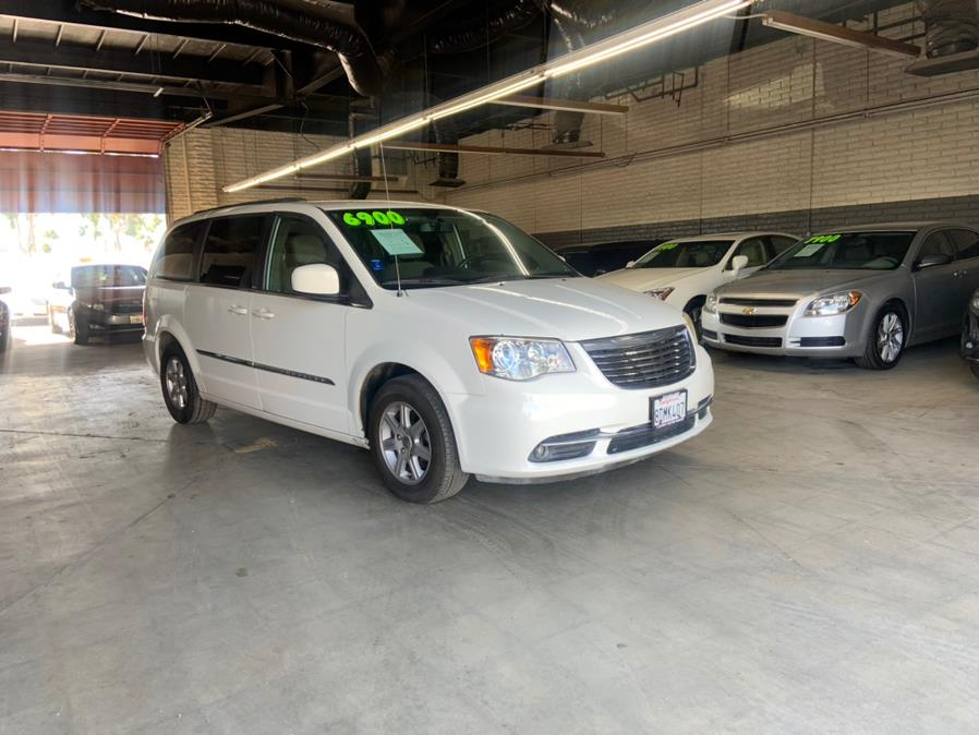 Used 2011 Chrysler Town & Country in Garden Grove, California | U Save Auto Auction. Garden Grove, California