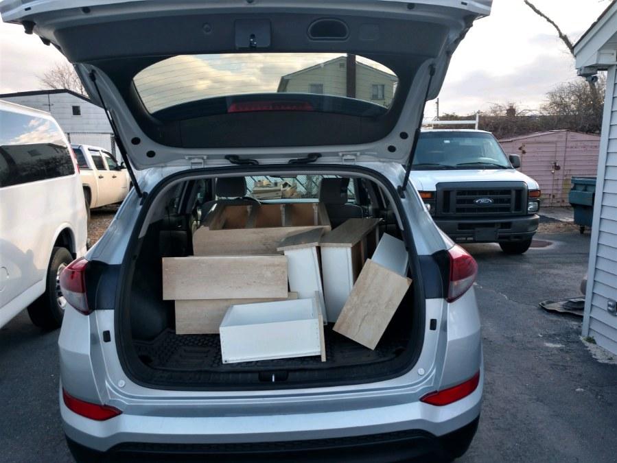 Used Hyundai Tucson SE FWD 2017 | Warwick Auto Sales Inc. COPIAGUE, New York