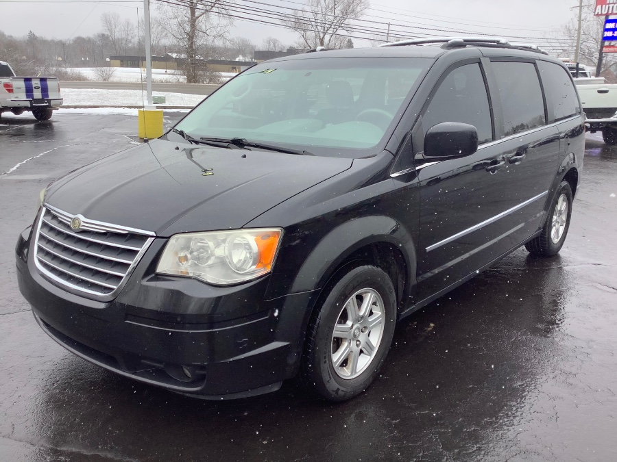Used 2010 Chrysler Town & Country in Ortonville, Michigan | Marsh Auto Sales LLC. Ortonville, Michigan