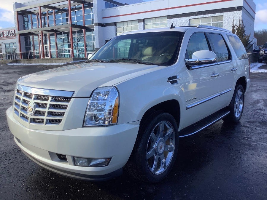 Used 2013 Cadillac Escalade in Ortonville, Michigan | Marsh Auto Sales LLC. Ortonville, Michigan