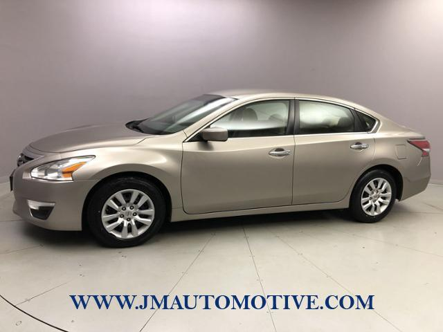 Used Nissan Altima 4dr Sdn I4 2.5 S 2014 | J&M Automotive Sls&Svc LLC. Naugatuck, Connecticut