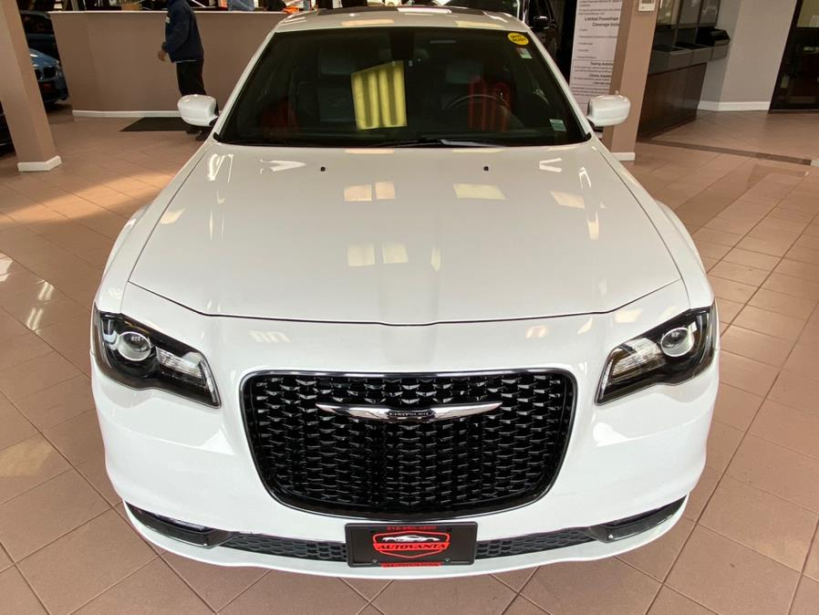 Used Chrysler 300 4dr Sdn 300S AWD 2016 | Autovanta. Massapequa Park, New York