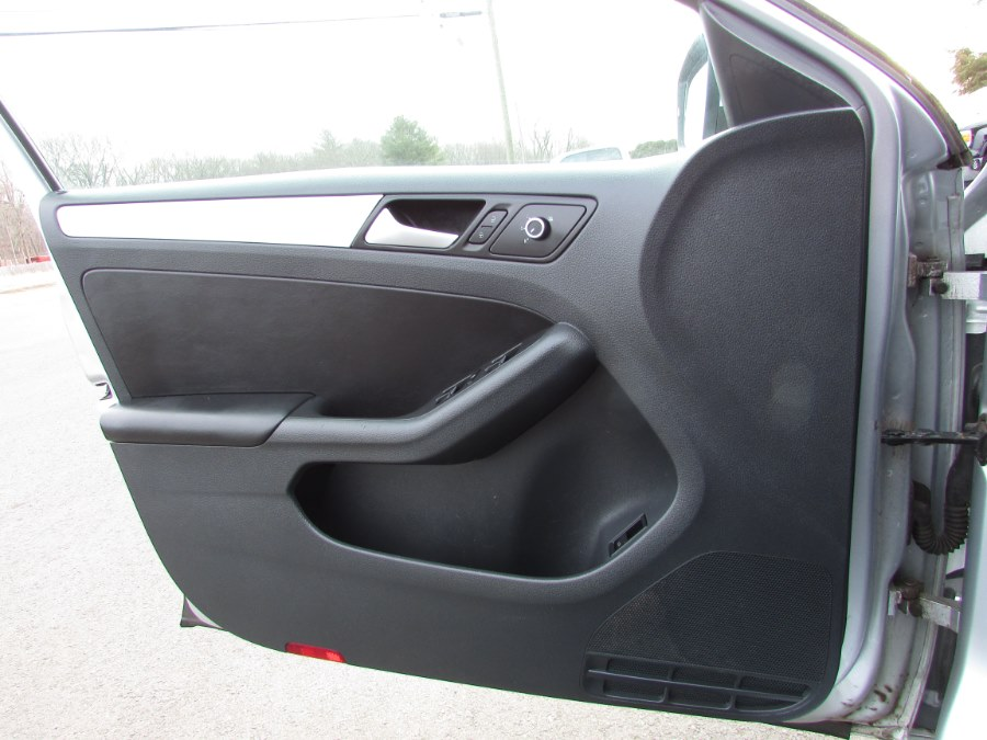 Used Volkswagen Jetta Sedan 4dr Man SE w/Connectivity/Sunroof PZEV 2014   United Auto Sales of E Windsor, Inc. East Windsor, Connecticut