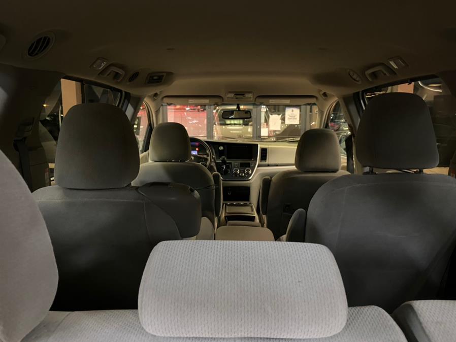 Used Toyota Sienna LE Auto Access Seat FWD 7-Passenger (Natl) 2017 | Autovanta. Massapequa Park, New York