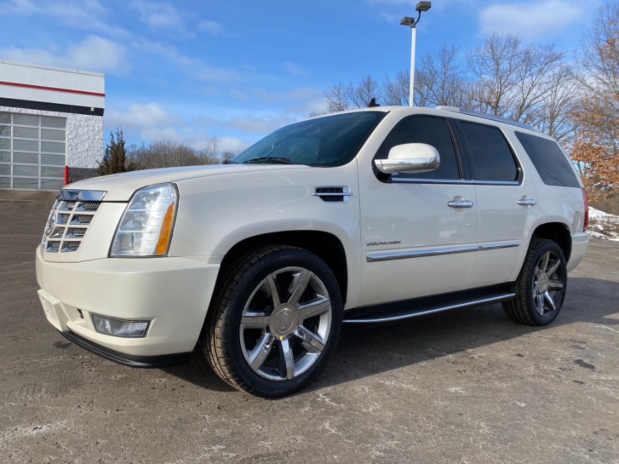 Used 2011 Cadillac Escalade in Ortonville, Michigan | Marsh Auto Sales LLC. Ortonville, Michigan