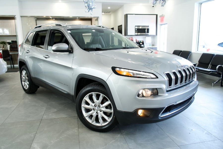 Used Jeep Cherokee 4WD 4dr Limited 2016 | Luxury Motor Club. Franklin Square, New York