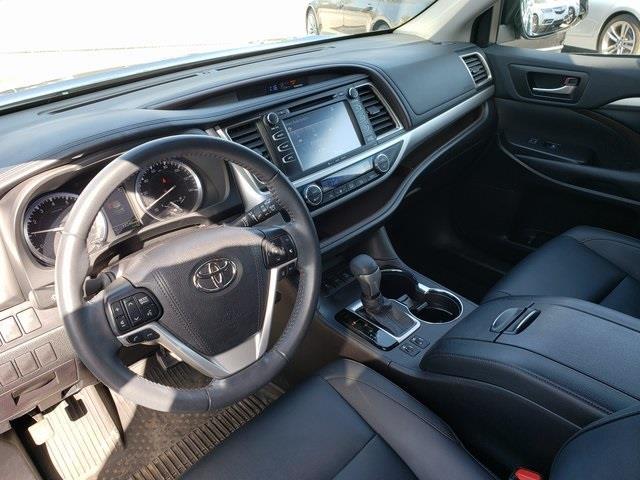Used Toyota Highlander XLE 2019 | Luxury Motor Car Company. Cincinnati, Ohio