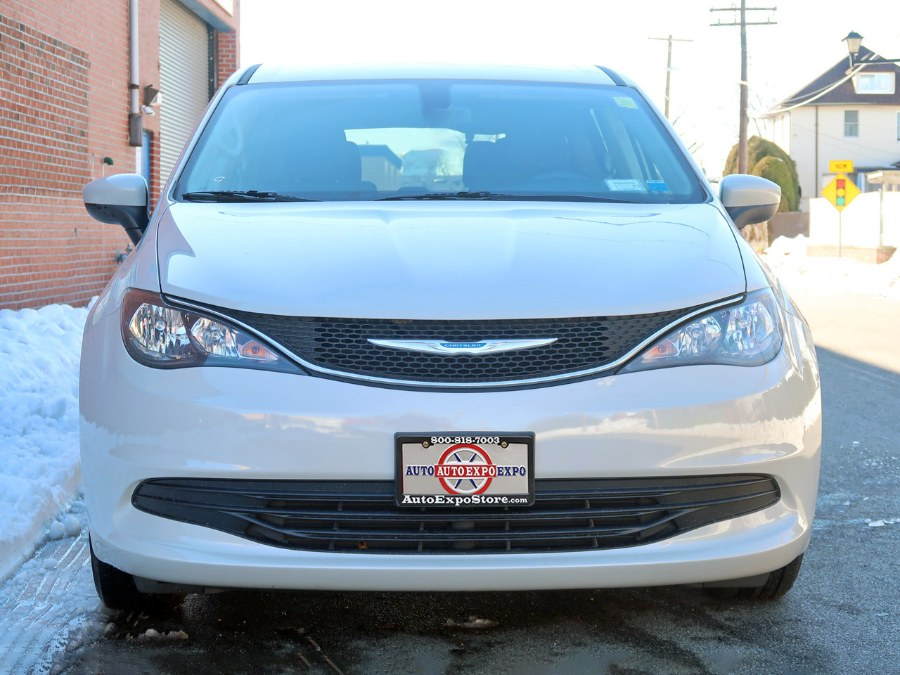 Used Chrysler Pacifica Touring 2017   Auto Expo Ent Inc.. Great Neck, New York