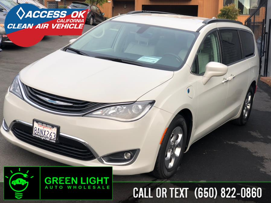 Used Chrysler Pacifica Plug-in Hybrid Premium 2017 | Green Light Auto Wholesale. Daly City, California