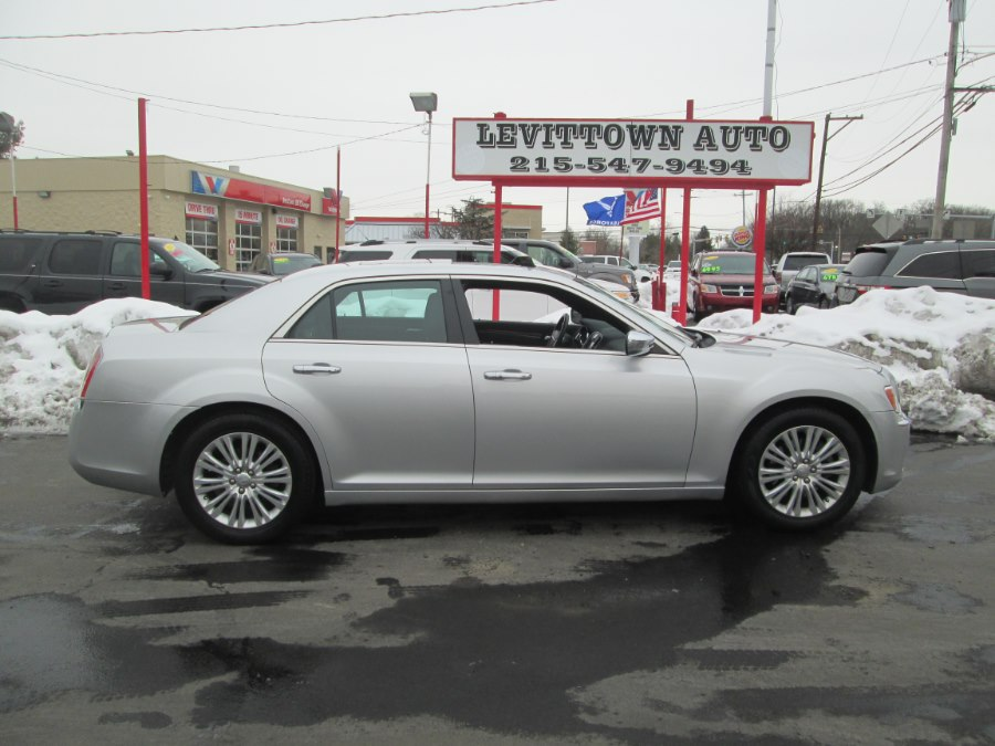 Used Chrysler 300 4dr Sdn V6 Limited AWD 2012 | Levittown Auto. Levittown, Pennsylvania