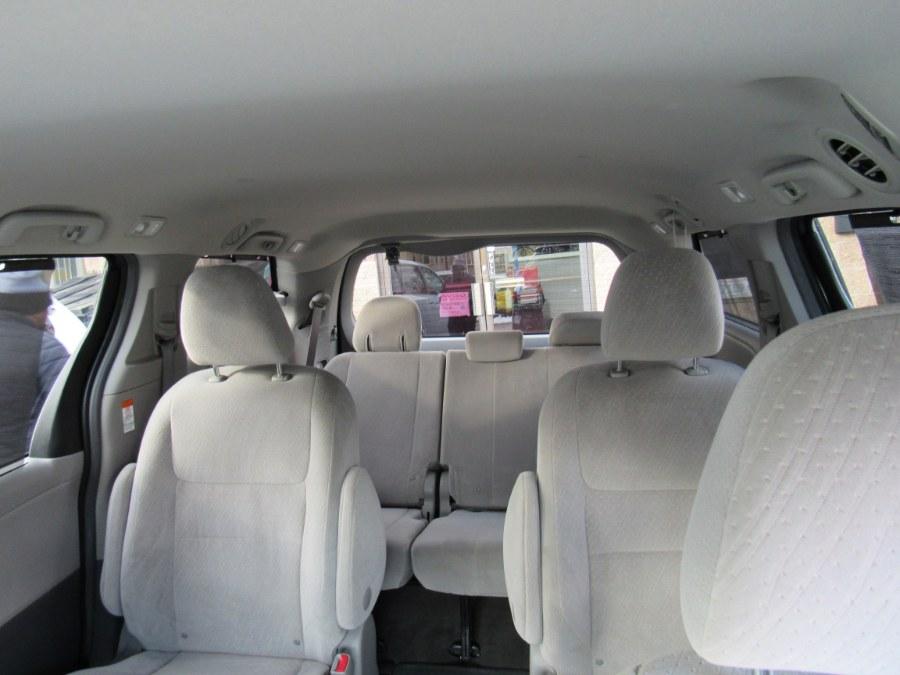 Used Toyota Sienna LE 2016 | Hilario's Auto Sales Inc.. Worcester, Massachusetts