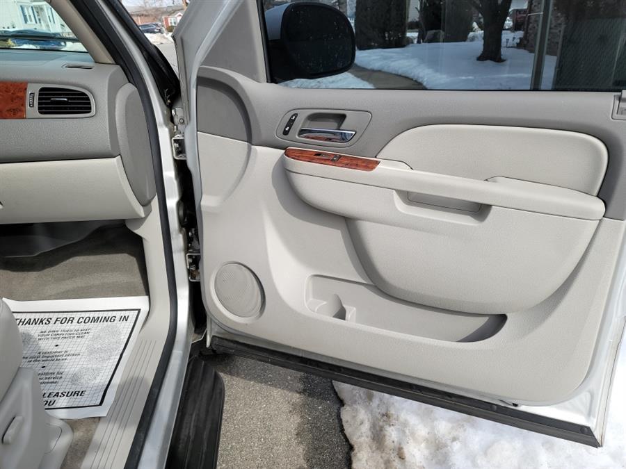 Used Chevrolet Suburban 4WD 4dr 1500 LT 2010   Daytona Auto Sales. Little Ferry, New Jersey