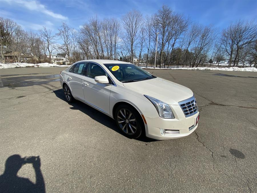 Used 2013 Cadillac XTS in Stratford, Connecticut | Wiz Leasing Inc. Stratford, Connecticut