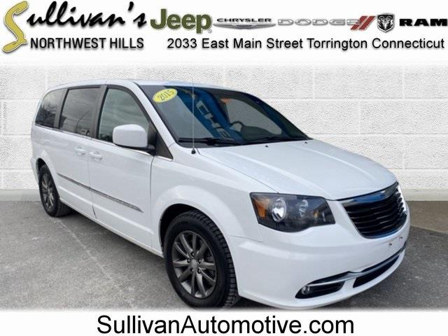 Used 2015 Chrysler Town & Country in Avon, Connecticut | Sullivan Automotive Group. Avon, Connecticut