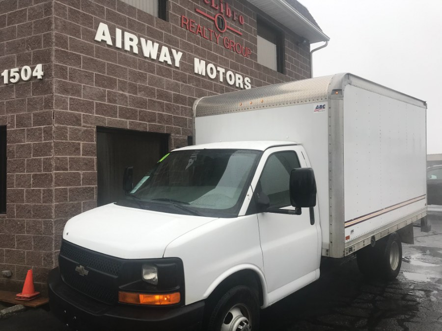 Used 2010 Chevrolet Express Commercial Cutaway in Bridgeport, Connecticut | Airway Motors. Bridgeport, Connecticut