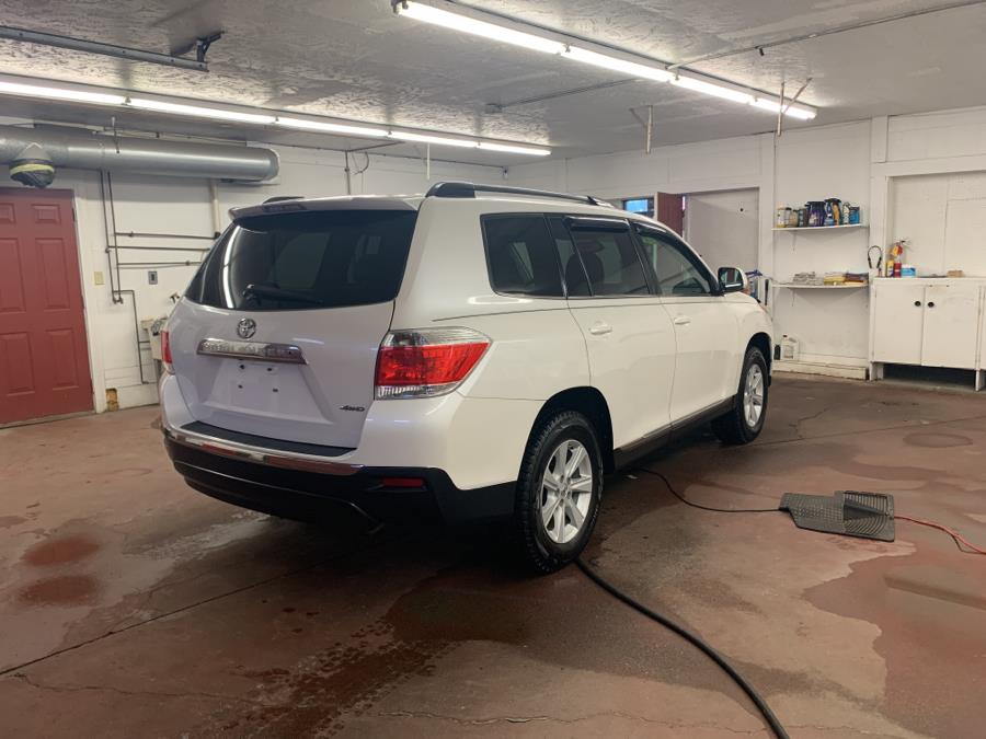 Used Toyota Highlander 4WD 4dr V6 SE (Natl) 2013 | Routhier Auto Center. Barre, Vermont
