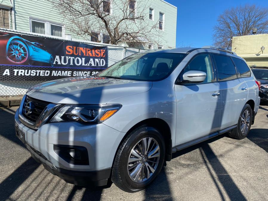 Used 2018 Nissan Pathfinder in Jamaica, New York | Sunrise Autoland. Jamaica, New York