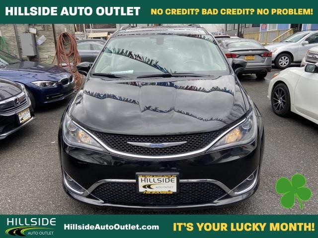 Used Chrysler Pacifica Touring L 2018 | Hillside Auto Outlet. Jamaica, New York
