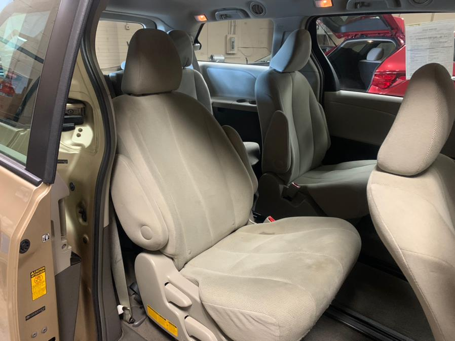 Used Toyota Sienna 5dr 7-Pass Van V6 L FWD 2014   Safe Used Auto Sales LLC. Danbury, Connecticut