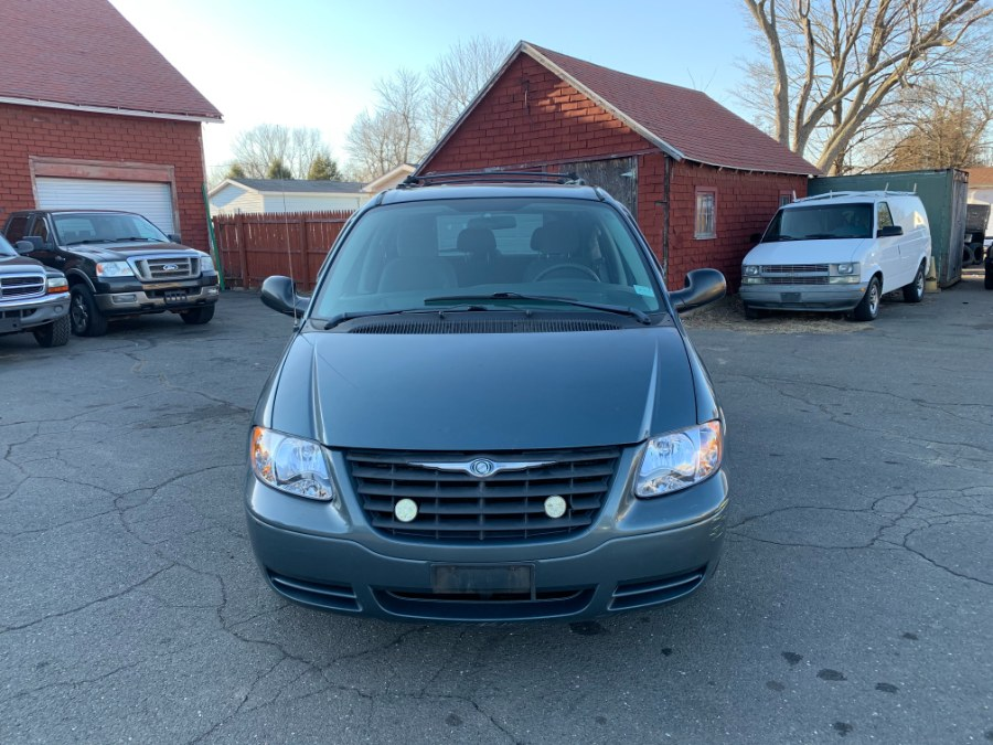Used 2005 Chrysler Town & Country in East Windsor, Connecticut | CT Car Co LLC. East Windsor, Connecticut