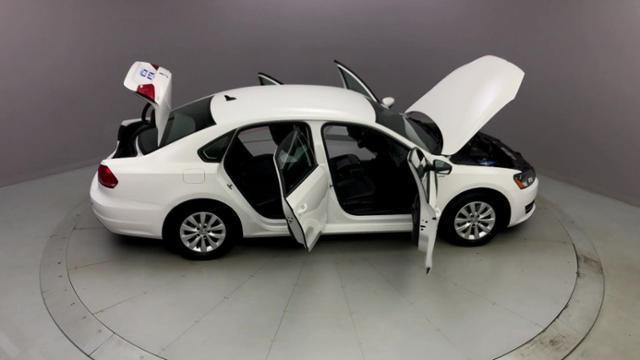 Used Volkswagen Passat 4dr Sdn 1.8T Auto Wolfsburg Ed PZEV 2015 | J&M Automotive Sls&Svc LLC. Naugatuck, Connecticut