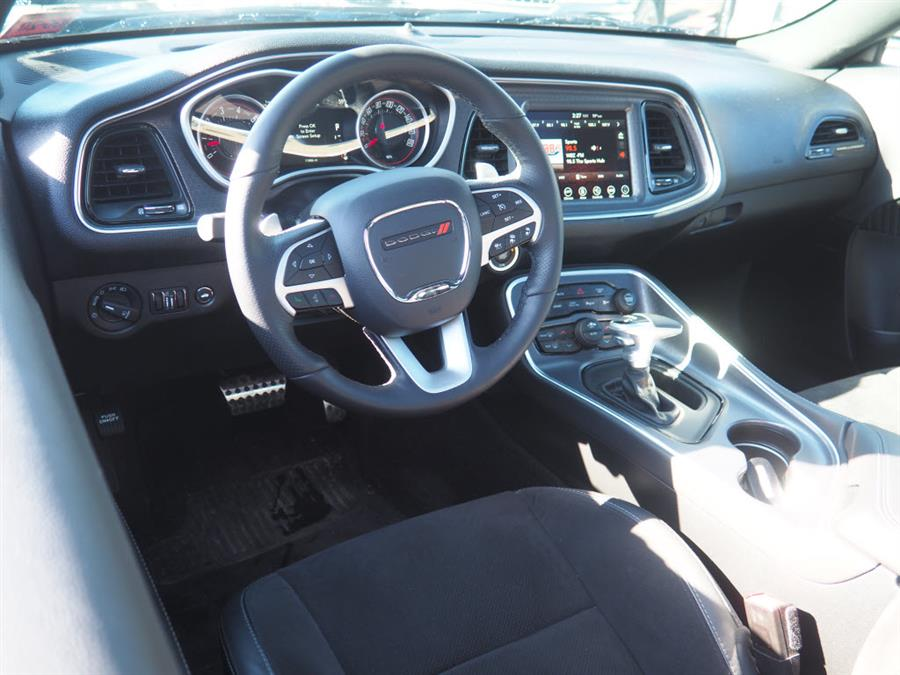 Used Dodge Challenger 392 HEMI Scat Pack Shaker 2017 | Autouse. Andover, Massachusetts