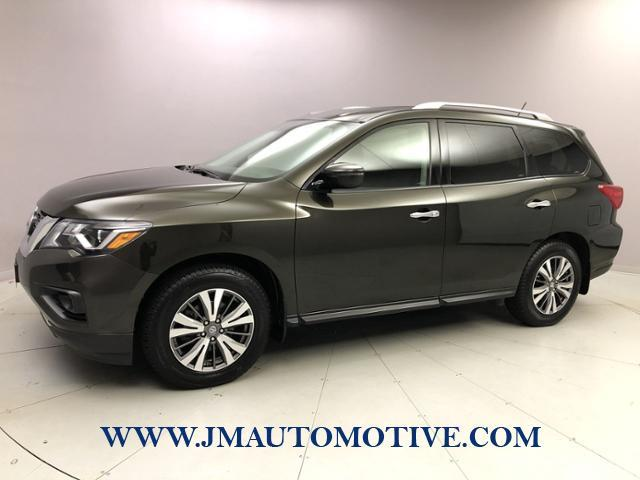 Used 2017 Nissan Pathfinder in Naugatuck, Connecticut | J&M Automotive Sls&Svc LLC. Naugatuck, Connecticut