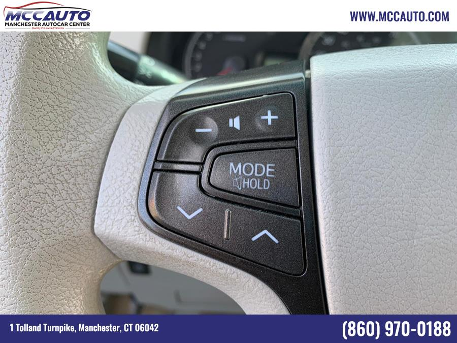 Used Toyota Sienna 5dr 7-Pass Van V6 LE AAS FWD (Natl) 2014 | Manchester Autocar Center. Manchester, Connecticut