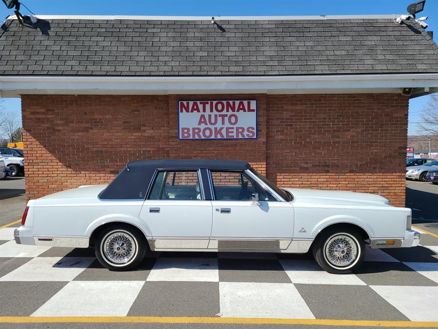 Used Lincoln Town Car 4dr Sedan Signature 1987 | National Auto Brokers, Inc.. Waterbury, Connecticut