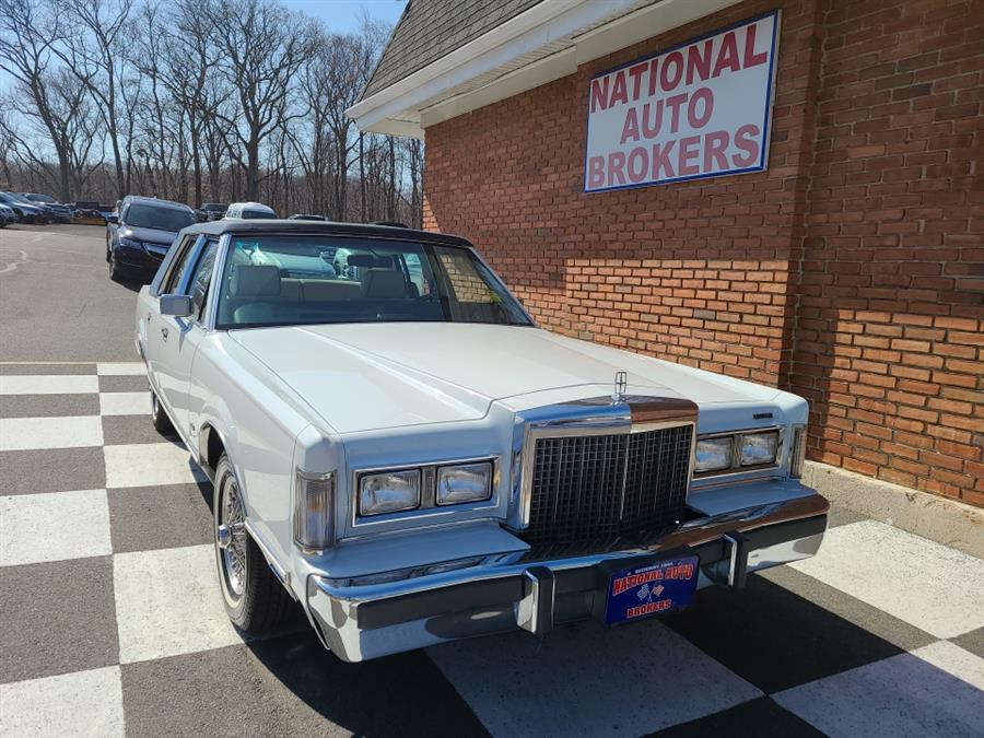 Used 1987 Lincoln Town Car in Waterbury, Connecticut | National Auto Brokers, Inc.. Waterbury, Connecticut