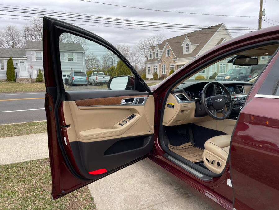Used Hyundai Genesis 4dr Sdn V8 5.0L RWD 2015 | House of Cars CT. Meriden, Connecticut
