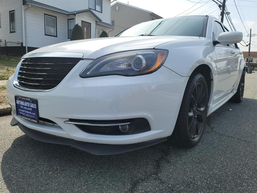 Used Chrysler 200 4dr Sdn Limited 2013 | Daytona Auto Sales. Little Ferry, New Jersey