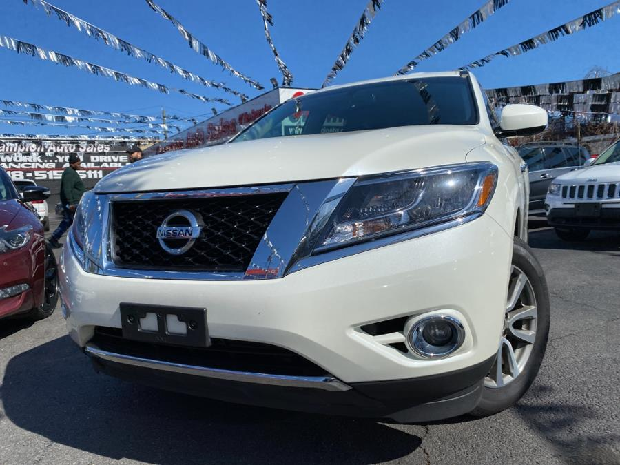 Used 2016 Nissan Pathfinder in Bronx, New York | Champion Auto Sales Of The Bronx. Bronx, New York