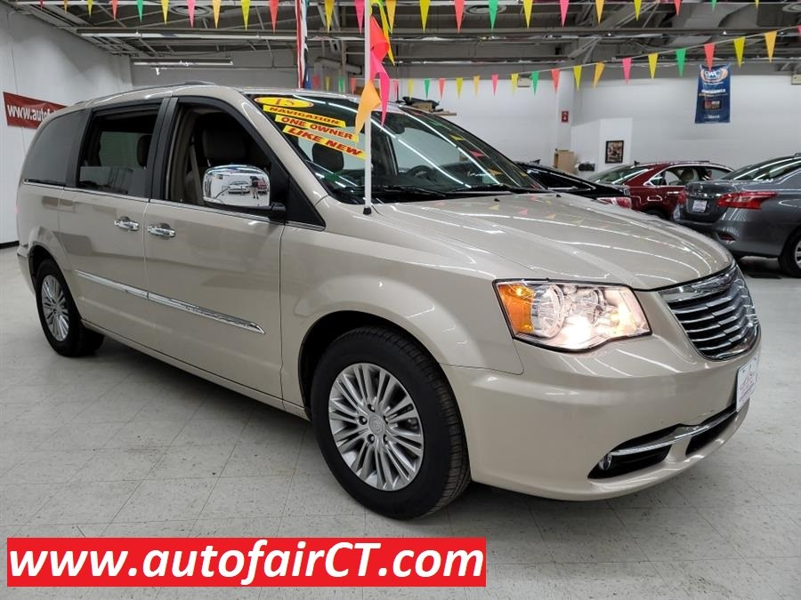 Used 2015 Chrysler Town & Country in West Haven, Connecticut