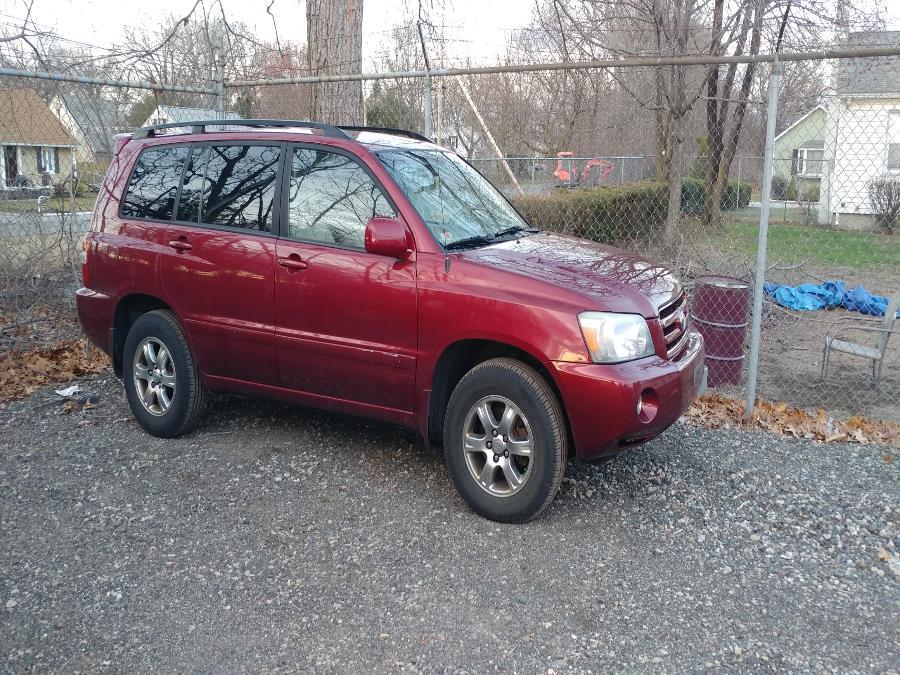 Used 2004 Toyota Highlander in Chicopee, Massachusetts | Matts Auto Mall LLC. Chicopee, Massachusetts
