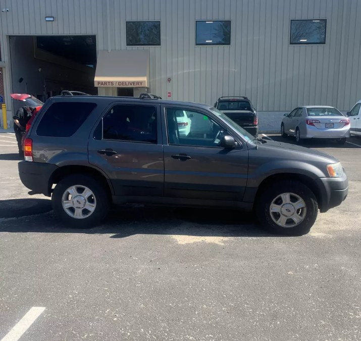 """Used Ford Escape 4dr 103"""" WB XLT 4WD 2004   Payless Auto Sale. South Hadley, Massachusetts"""