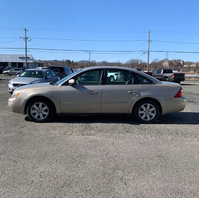 Used Ford Five Hundred 4dr Sdn SEL AWD 2005 | Payless Auto Sale. South Hadley, Massachusetts