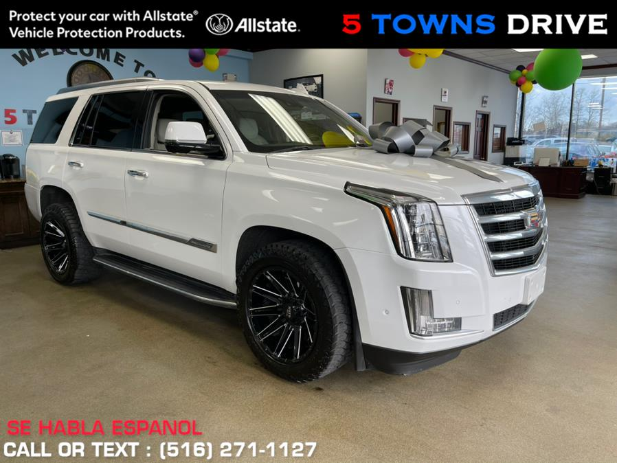 Used Cadillac Escalade 4WD 4dr Luxury 2017   5 Towns Drive. Inwood, New York
