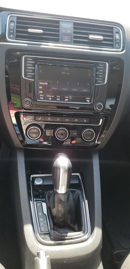 Used Volkswagen Jetta 1.8T SEL Premium Auto 2017 | Saybrook Auto Barn. Old Saybrook, Connecticut