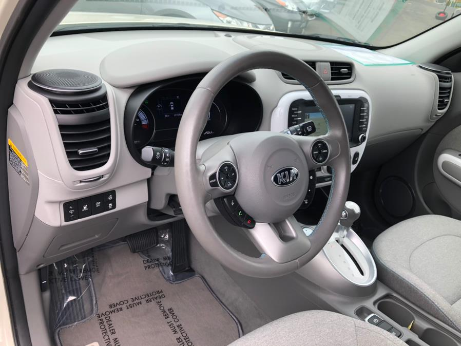 Used Kia Soul EV - 2017   Green Light Auto Wholesale. Daly City, California