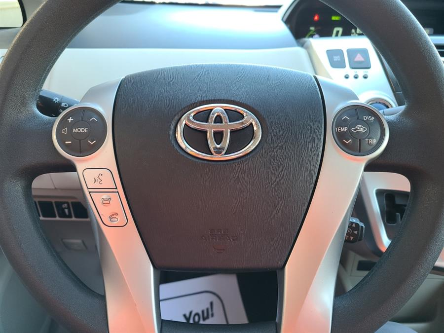 Used Toyota Prius v 5dr Wgn Three 2013 | National Auto Brokers, Inc.. Waterbury, Connecticut