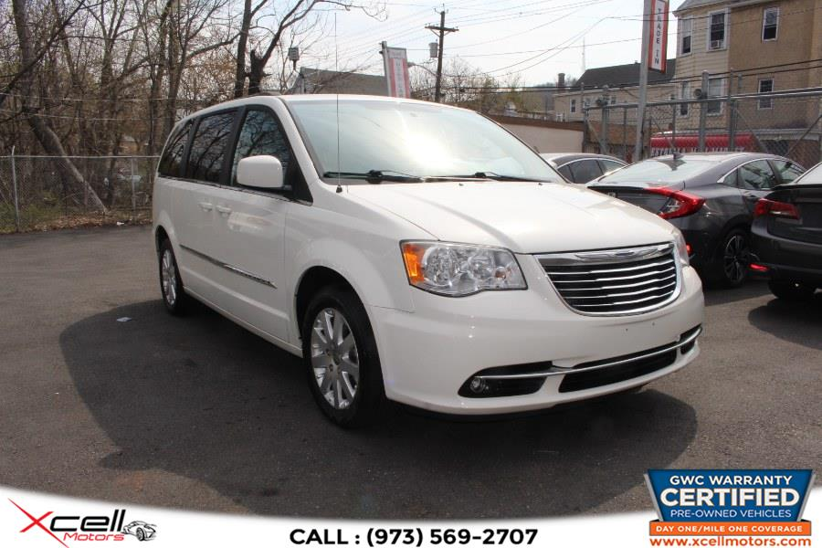 Used 2013 Chrysler Town & Country in Paterson, New Jersey | Xcell Motors LLC. Paterson, New Jersey