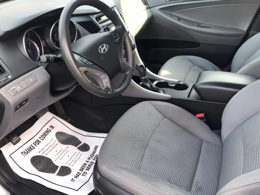 Used Hyundai Sonata 4dr Sdn 2.4L Man GLS *Ltd Avail* 2011 | Auto Drive Sales And Service. Berlin, Connecticut
