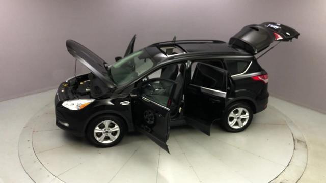 Used Ford Escape 4WD 4dr SE 2016 | J&M Automotive Sls&Svc LLC. Naugatuck, Connecticut