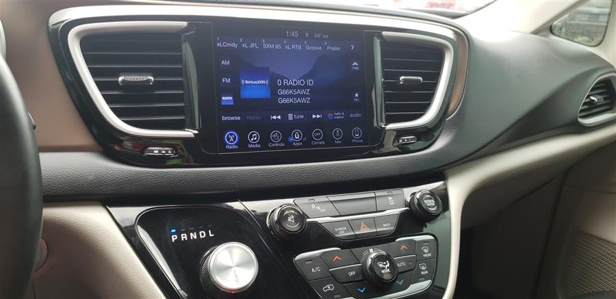 Used Chrysler Pacifica Touring-L 4dr Wgn 2017 | Saybrook Auto Barn. Old Saybrook, Connecticut