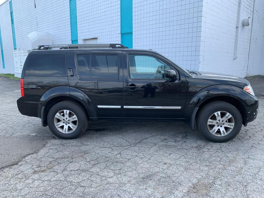Used Nissan Pathfinder 4WD 4dr V6 Silver Edition 2012 | Dealertown Auto Wholesalers. Milford, Connecticut