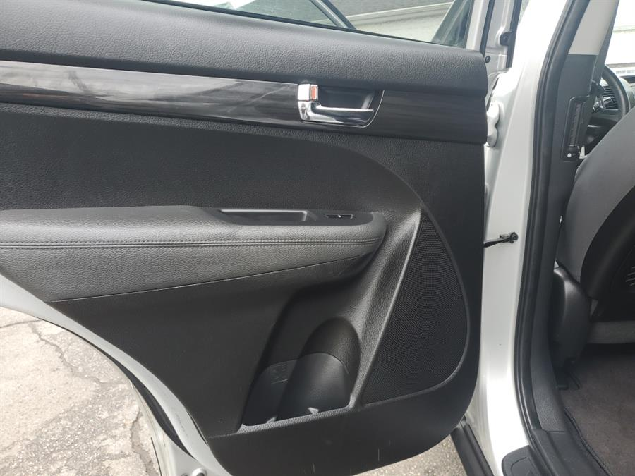 Used Kia Sorento AWD 4dr V6 LX 2013 | Absolute Motors Inc. Springfield, Massachusetts